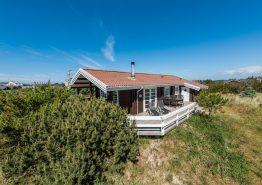 Hyggeligt feriehus med dejlig terrasse tæt på fjorden