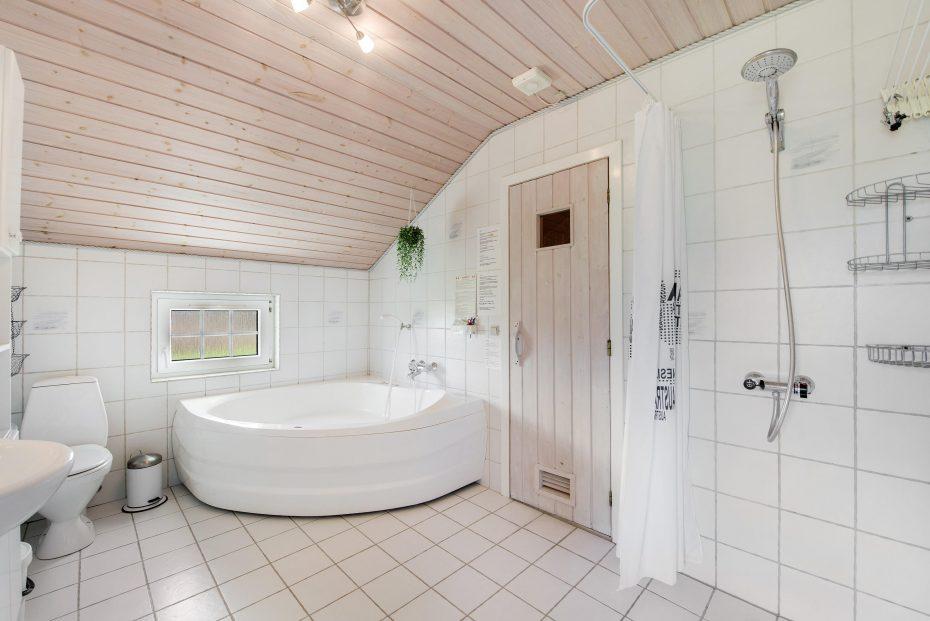 Ferienhaus mit sauna whirlpool geschlossener terrasse - Sauna whirlpool ...