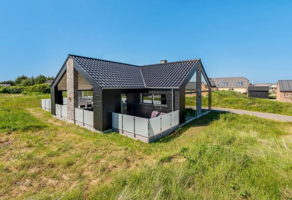 Haus mit Fjordblick, teilweise geschlossene Terrasse und Sauna