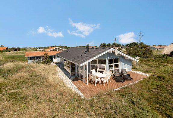 Gepflegtes Ferienhaus mit mehreren Terrassen