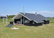 Velholdt sommerhus i Nørre Lyngvig på plænegrund. Kat. nr.:  G5867, Sivbjerg 1 B;