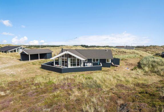 Haus mit geschlossener Terrasse, Carport & Kaminofen