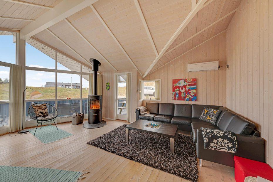 haus mit geschlossener terrasse carport kaminofen. Black Bedroom Furniture Sets. Home Design Ideas