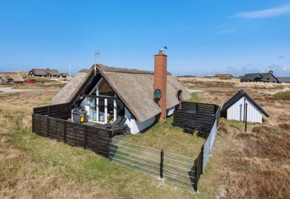Schönes Ferienhaus mit Reetdach in der Nähe vom Strand