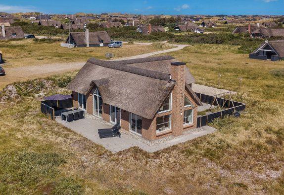 Modernes Reetdachhaus mit toller Aussicht
