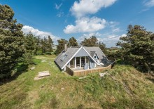 Feriehus med gode terrasser på dejlig afskærmet grund