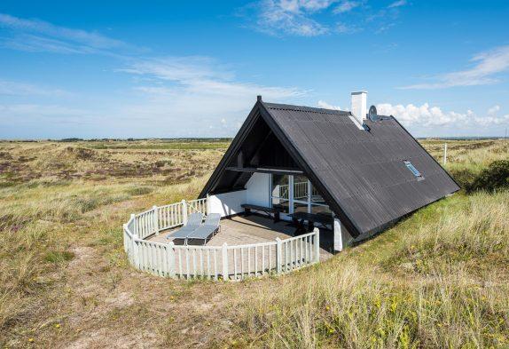 Skønt beliggende sommerhus med udsigt ud over klitlandskabet