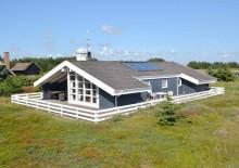 Feriehus med overdækket terrasse på en smuk naturgrund