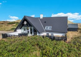 Schönes Ferienhaus in guter Lage auf Naturgrundstück (Bild 1)