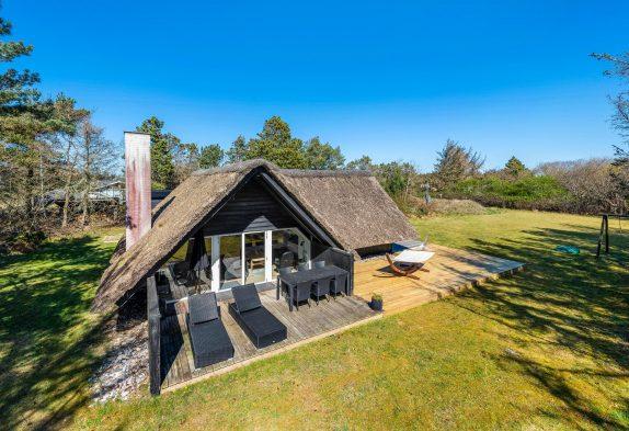 Ungestörtes und schönes Ferienhaus mit Sauna in Strandnähe