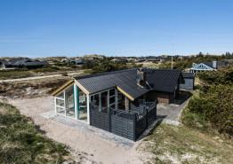 Dejligt feriehus med skønt lysindfald og lukket terrasse