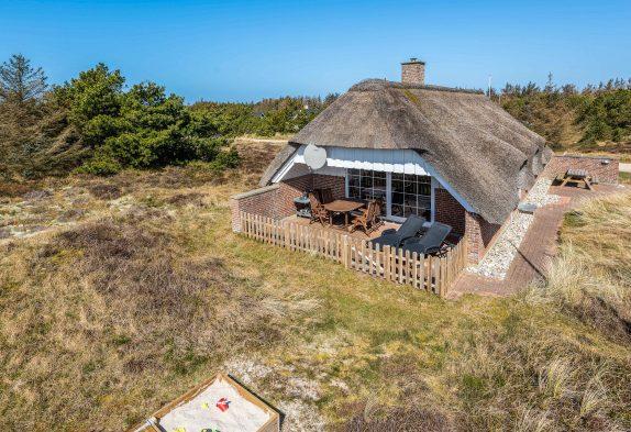 Gemütliches, renoviertes Sommerhaus mit geschützter Terrasse