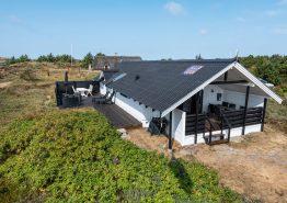 Hyggeligt sommerhus med brændeovn på lækker klitgrund. Kat. nr.:  H5632, Havklitvej 56