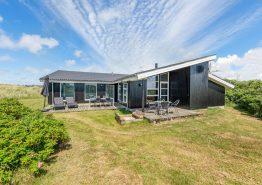 Stillvolles Poolhaus mit Sauna und Whirlpool auf grünem Grundstück. Kat. nr.: H5791, Vestklitvej 4;