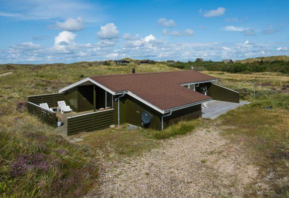 Ferienhaus auf geschütztem Dünengrund, 750 Meter zum Meer