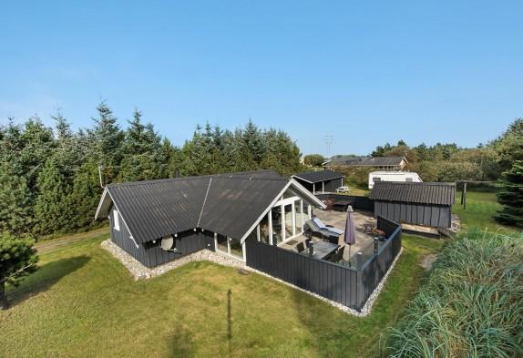 Ferienhaus Auf Ruhigem Grundstück Mit Schöner Terrasse