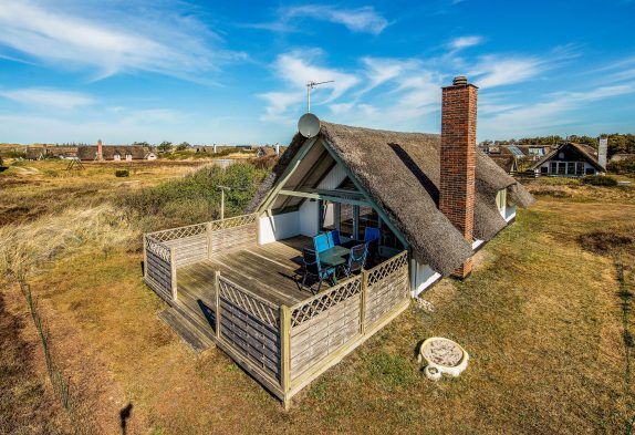 Lyst og charmerende feriehus med brændeovn og hund tilladt