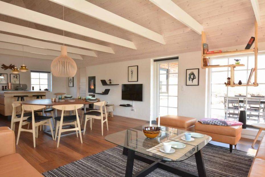 luxusferienhaus auf tollem grundst ck mit terrasse. Black Bedroom Furniture Sets. Home Design Ideas