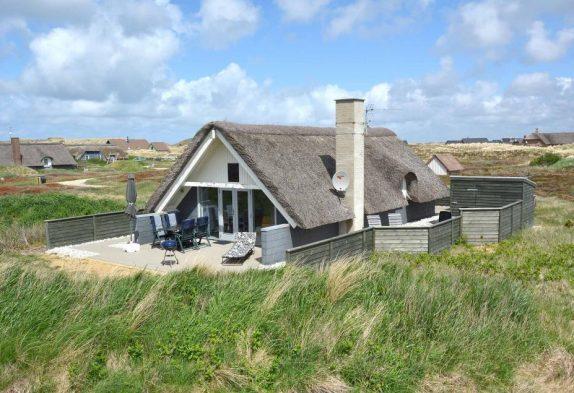 Gepflegtes Ferienhaus mit Terrasse nah am Strand