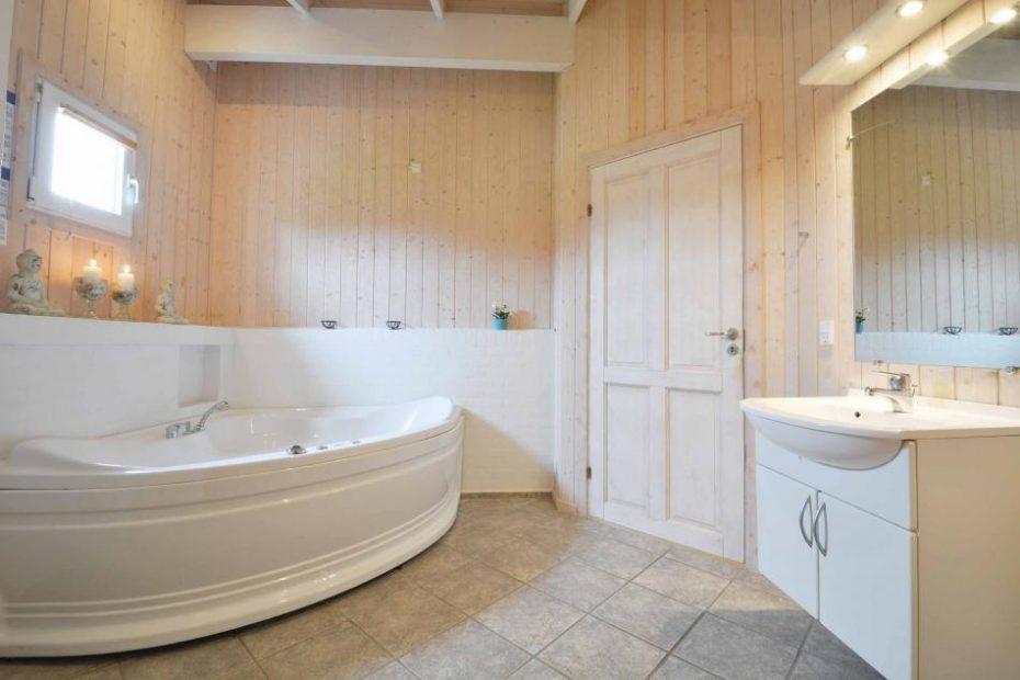 ferienhaus mit sauna geschirrsp ler und schaukel. Black Bedroom Furniture Sets. Home Design Ideas