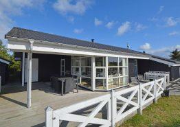 Moderne sommerhus med spabad og sauna i Houvig