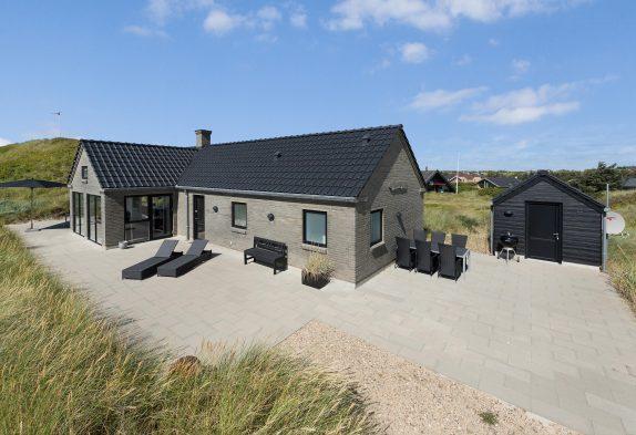 Kvalitetshus med en dejlig sauna på kuperet klitgrund