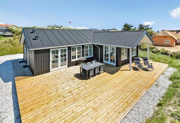 Feriehus med skøn terrasse i charmerende klitlandskab