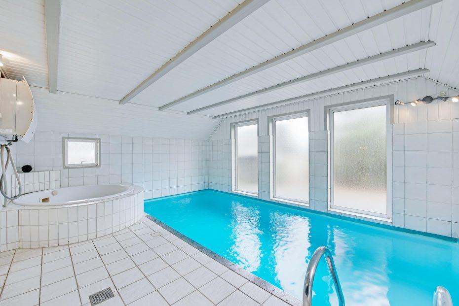Swimmingpool im haus  Haus mit Swimmingpool, nah an den Dünen, 2 Hunde erlaubt
