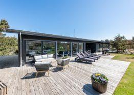 Moderne feriehus på skøn naturgrund tæt på stranden (billede 1)