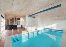 Schönes Poolhaus mit geschloßener Terrasse (Bild 3)