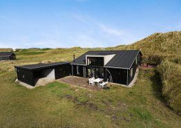 Charmantes Holzhaus in fantastischer, strandnaher Lage (Bild 1)