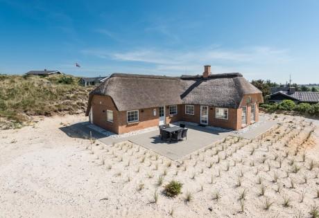 Skønt feriehus med sauna og spa tæt på stranden