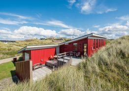 Charmantes, strandnahes Sommerhaus mit herrlichen Terrassen (Bild 1)
