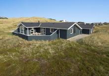 Hus med varmepumpe, flot udsigt og lukket terrasse