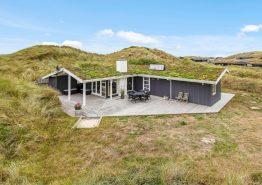 Charmerende sommerhus i Houvig kun 500 meter fra havet. Kat. nr.:  J6592, Sortebærdalen 10;
