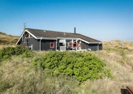 Ferienhaus mit schöner Terrasse und Blick zu den Dünen. Kat. nr.:  J6674, Krylen 15;