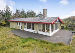 Einfaches Sommerhaus mit Wintergarten und Meeresblick, 500 m zum Strand