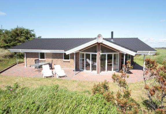 Firestjernet sommerhus i Houvig nær vandet med spa og sauna