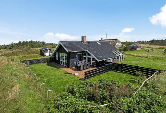 Schönes Ferienhaus mit guten Terrassen in ruhiger Lage