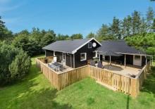 Dejligt sommerhus med carport og overdækket terrasse. Kat. nr.:  K0267, Bøgealle 15;