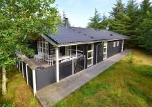 Kvalitetshus med smagfuld indretning og lukket terrasse. Kat. nr.:  K6025, Brunbjergvej 63;
