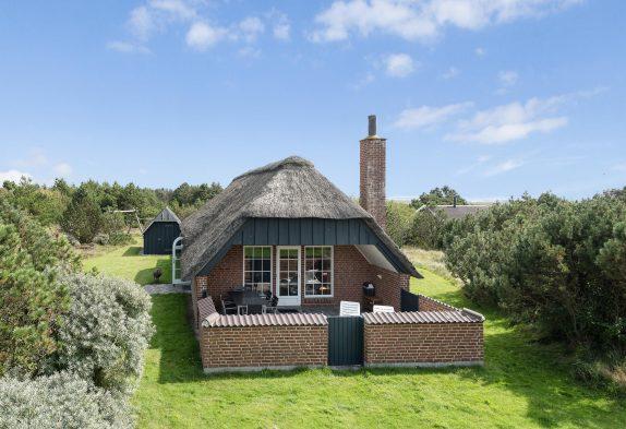 Gemütliches Reetdachhaus mit Whirlpool und Sauna