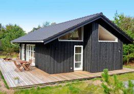Ferienhaus mit Terrasse auf geschütztem Naturgrundstück