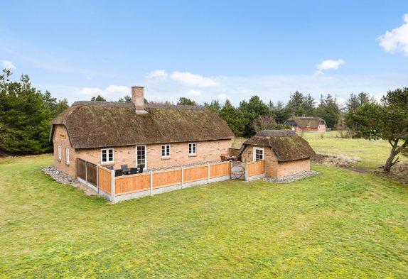 Gemütliches Reetdachhaus auf großem Naturgrundstück