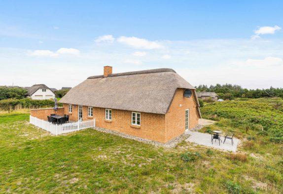 Lukket terrasse, spa og sauna i skønt sommerhus med hund tilladt