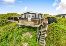 Strandnahes Ferienhaus m. schöner Terrasse und Aussicht