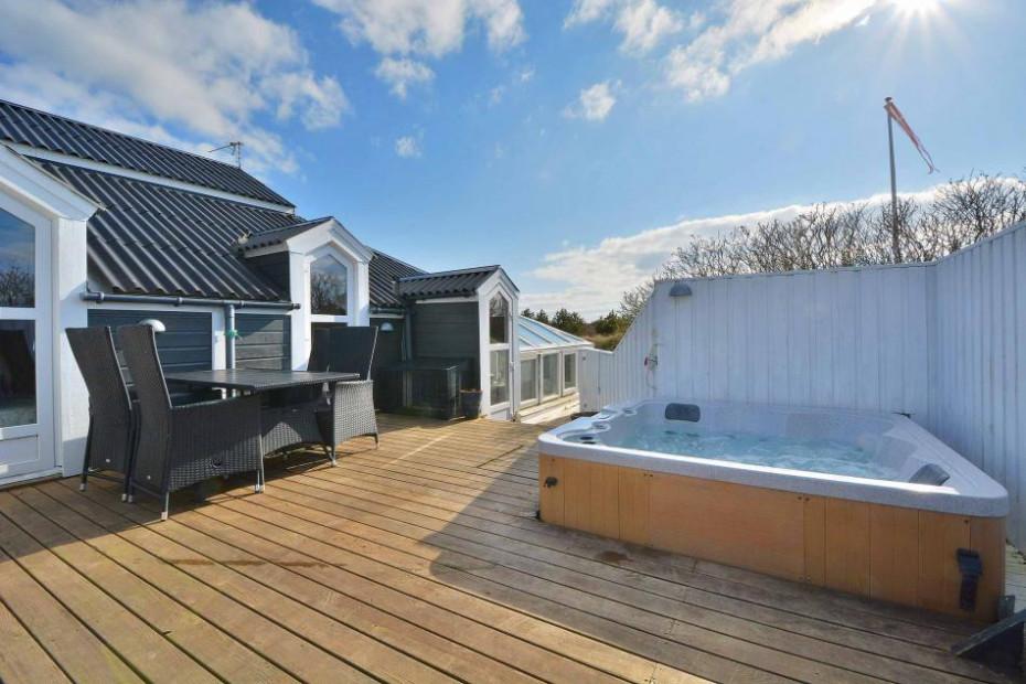 Gemütliches Ferienhaus mit Außenwhirlpool und Wintergarten