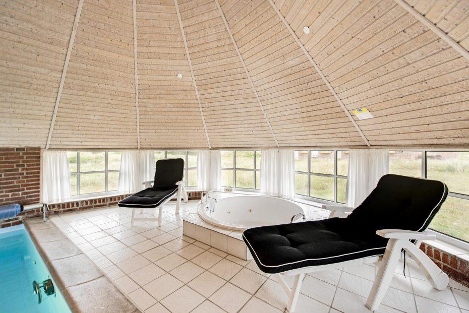 8 personen poolhaus mit kurzem abstand zum strand. Black Bedroom Furniture Sets. Home Design Ideas