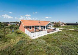 Godt og velindrettet feriehus med terrasse