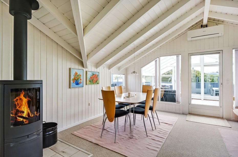 ferienhaus mit wintergarten geschlossenem sonnenhof esmark. Black Bedroom Furniture Sets. Home Design Ideas
